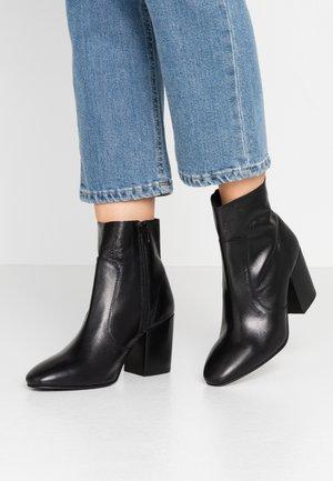 BEATRIZ LE MINIMAL BOOT - Kotníkové boty - black
