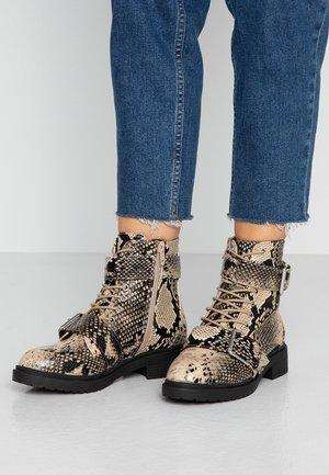 BESTIE - Šněrovací kotníkové boty - light brown