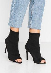 Miss Selfridge - PEEP - Kotníková obuv na vysokém podpatku - black - 0