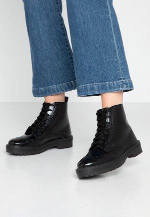BROGUE BROGUE LACE UP - Kotníková obuv - black