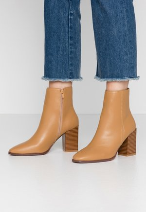 BLISSFUL PLAIN - High heeled ankle boots - tan
