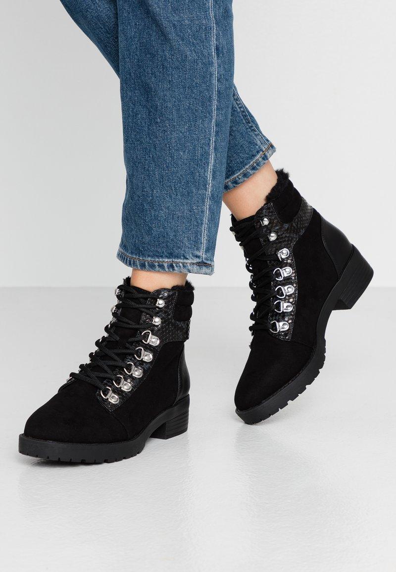 Miss Selfridge - BROGAN - Korte laarzen - black