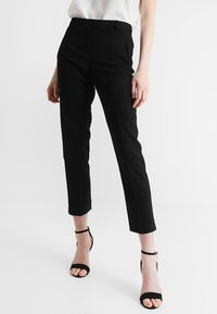 Miss Selfridge - CIGARETTE - Kangashousut - black - 0