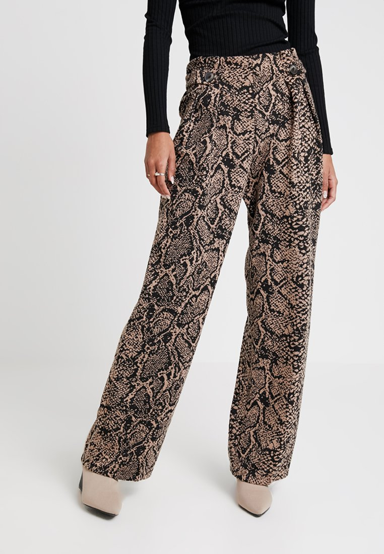 Miss Selfridge - SNAKE BUTTON TAB TROUSER - Pantalones - light brown