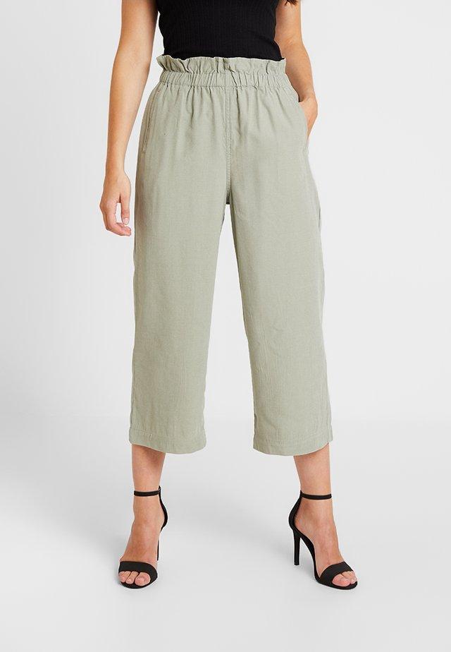 CROP ELASTIC WAIST TROUSER - Trousers - sage