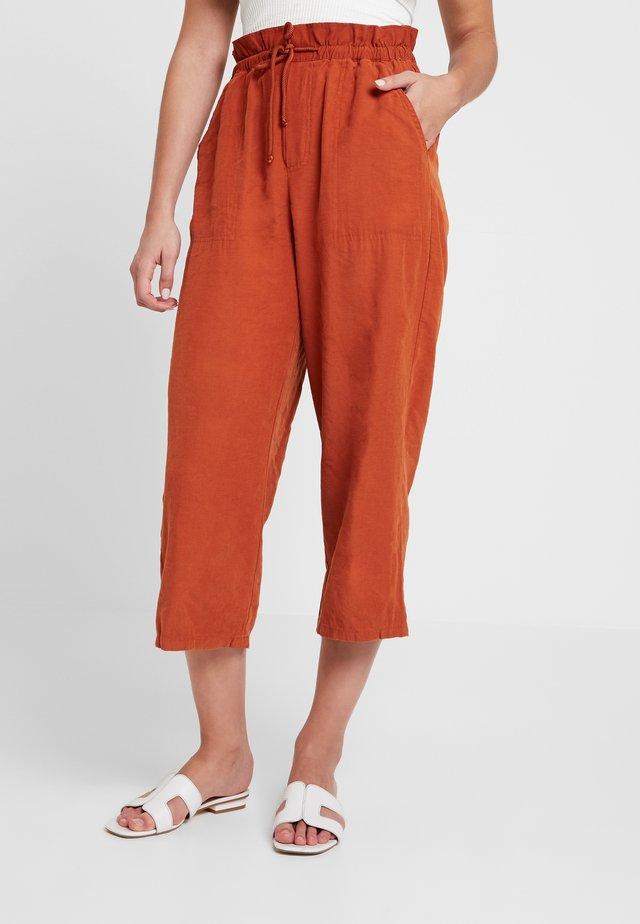 ROPE TIE TROSUER - Trousers - rust