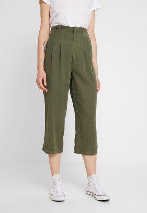 TRIAL SEAM TROUSER - Kalhoty - khaki