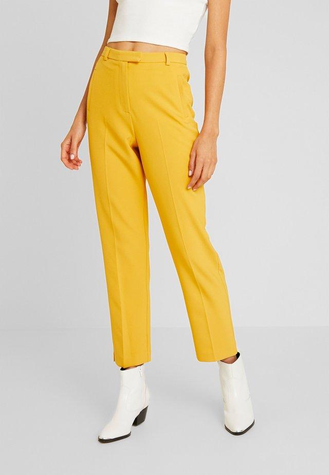 FLAT FRONT CIGARETTE TROUSER - Trousers - lemon