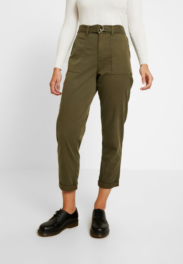 BELTED CARGO TROUSER - Trousers - khaki