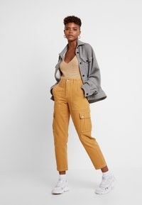 Miss Selfridge - NEW CARGO POCKET TROUSER - Bukser - sand - 2