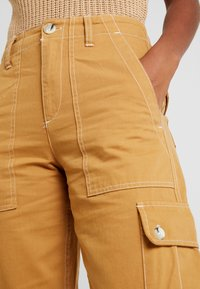 Miss Selfridge - NEW CARGO POCKET TROUSER - Bukser - sand - 4