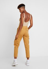 Miss Selfridge - NEW CARGO POCKET TROUSER - Bukser - sand - 3