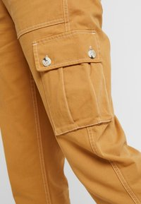 Miss Selfridge - NEW CARGO POCKET TROUSER - Bukser - sand - 6