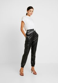 Miss Selfridge - JOGGER - Pantaloni - black - 2
