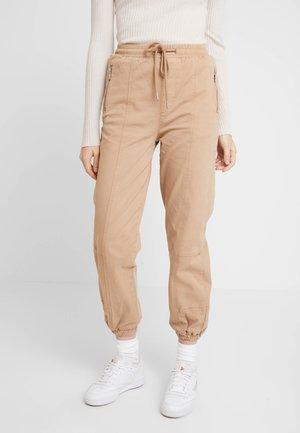 NEW ZESPAR ELASTIC CUFF TROUSER - Pantalones deportivos - stone