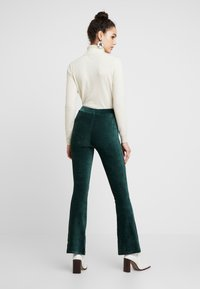 Miss Selfridge - KICKFLARE TROUSERS - Bukse - emerald