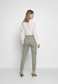 Miss Selfridge - CARGO - Tracksuit bottoms - khaki - 2