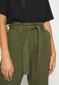 Miss Selfridge - CARGO PAPERBAG - Trousers - khaki - 4