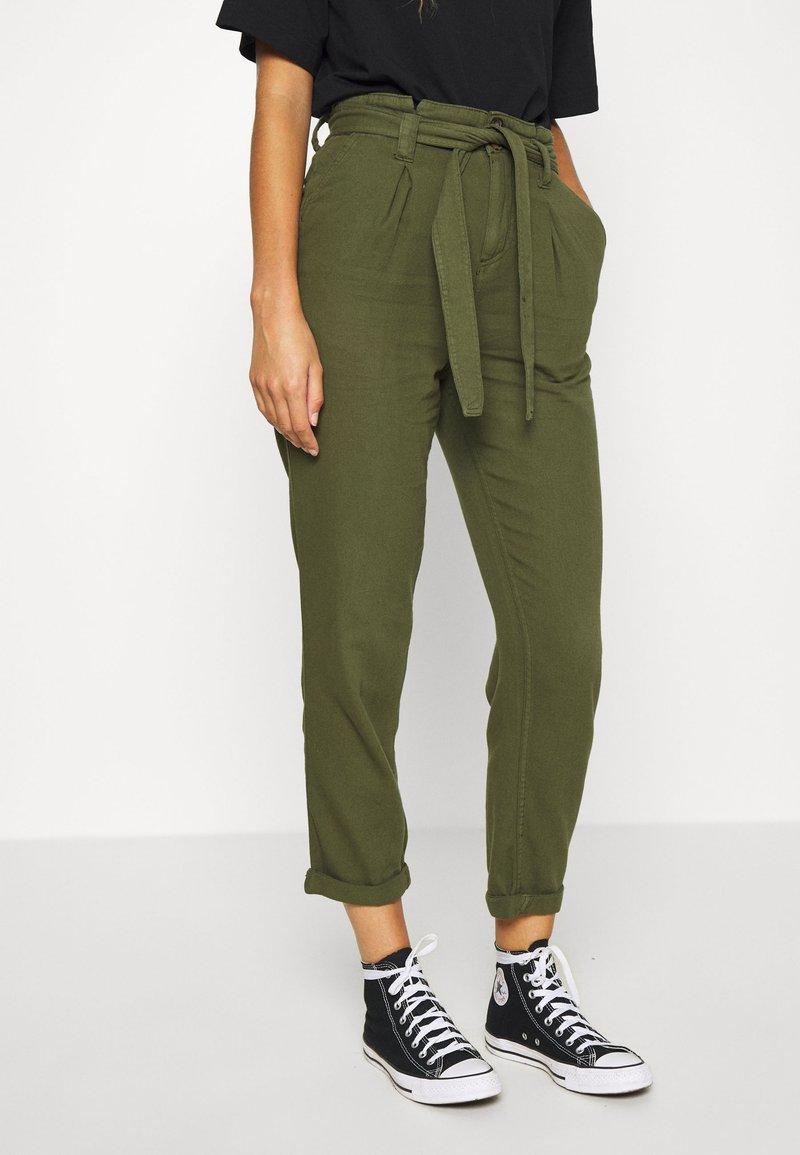 Miss Selfridge - CARGO PAPERBAG - Trousers - khaki