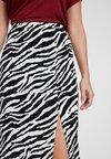 Miss Selfridge - ZEBRA COLUMN SKIRT - Jupe longue - white