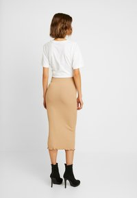Miss Selfridge - RIBBED LETTUCE EDGE SKIRT - Kokerrok - camel - 2