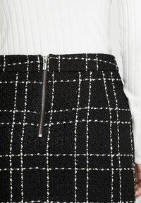 Miss Selfridge - MINI SKIRT PEARL MONO CHECK - Miniskjørt - black - 3