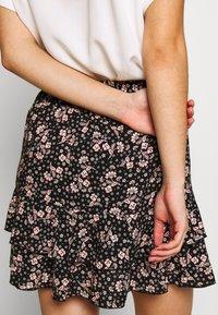 Miss Selfridge - PAISLEY SHIRRED MINI - Miniskjørt - black - 4