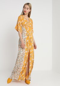 Miss Selfridge - BUTTON FRONT KIMONO SLEEVE DRESS - Maxi šaty - multi - 1