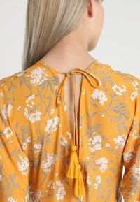 Miss Selfridge - BUTTON FRONT KIMONO SLEEVE DRESS - Maxi šaty - multi - 5