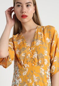 Miss Selfridge - BUTTON FRONT KIMONO SLEEVE DRESS - Maxi šaty - multi - 3
