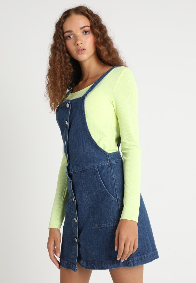Miss Selfridge - BUTTON FRONT PINNY DRESS - Jeanskleid - dark wash blue