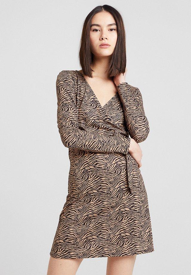 ZEBRA WRAP MINI DRESS - Shift dress - brown
