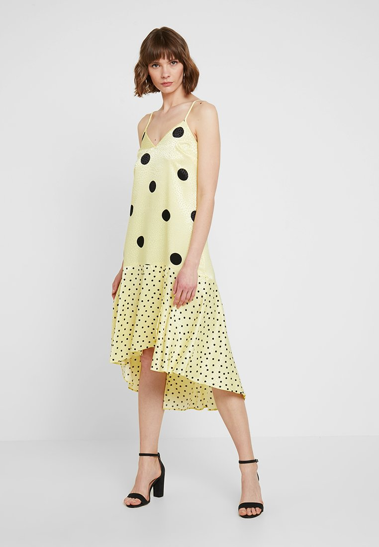 Miss Selfridge - SELF MIXED SPOT MIDI DRESS - Freizeitkleid - yellow