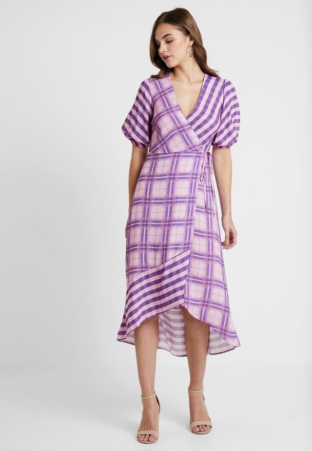 MIX GINGHAM WRAP MIDI DRESS - Maxi dress - lilac