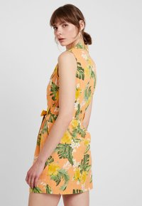 Miss Selfridge - TROPICAL PRINT UTILITY DRESS - Robe chemise - coral - 2
