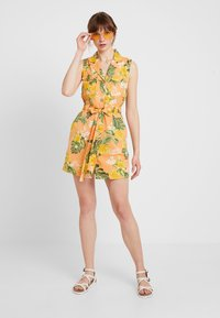 Miss Selfridge - TROPICAL PRINT UTILITY DRESS - Robe chemise - coral - 1