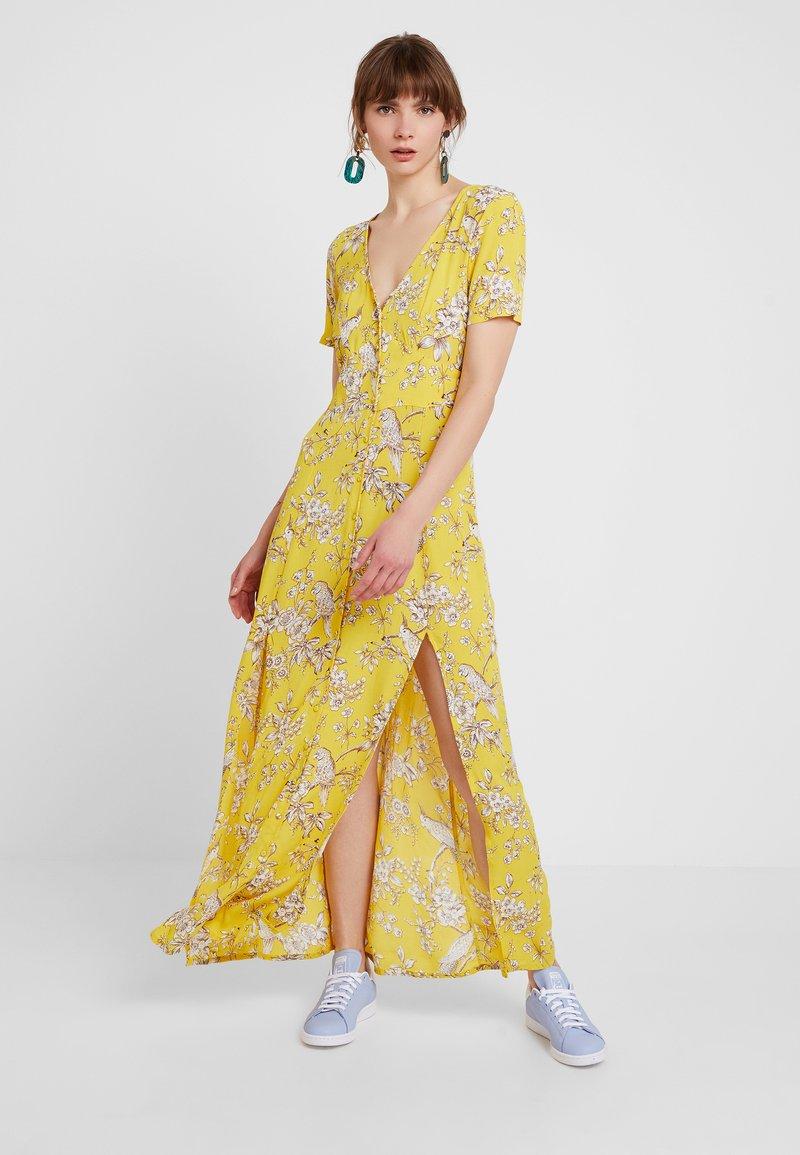 Miss Selfridge - BIRD BUTTON THROUGH DRESS - Maxikleid - yellow