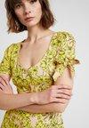 Miss Selfridge - TROPICAL PRINT BUTTON THROUGH TIE SLEEVE TEA DRESS - Freizeitkleid - yellow