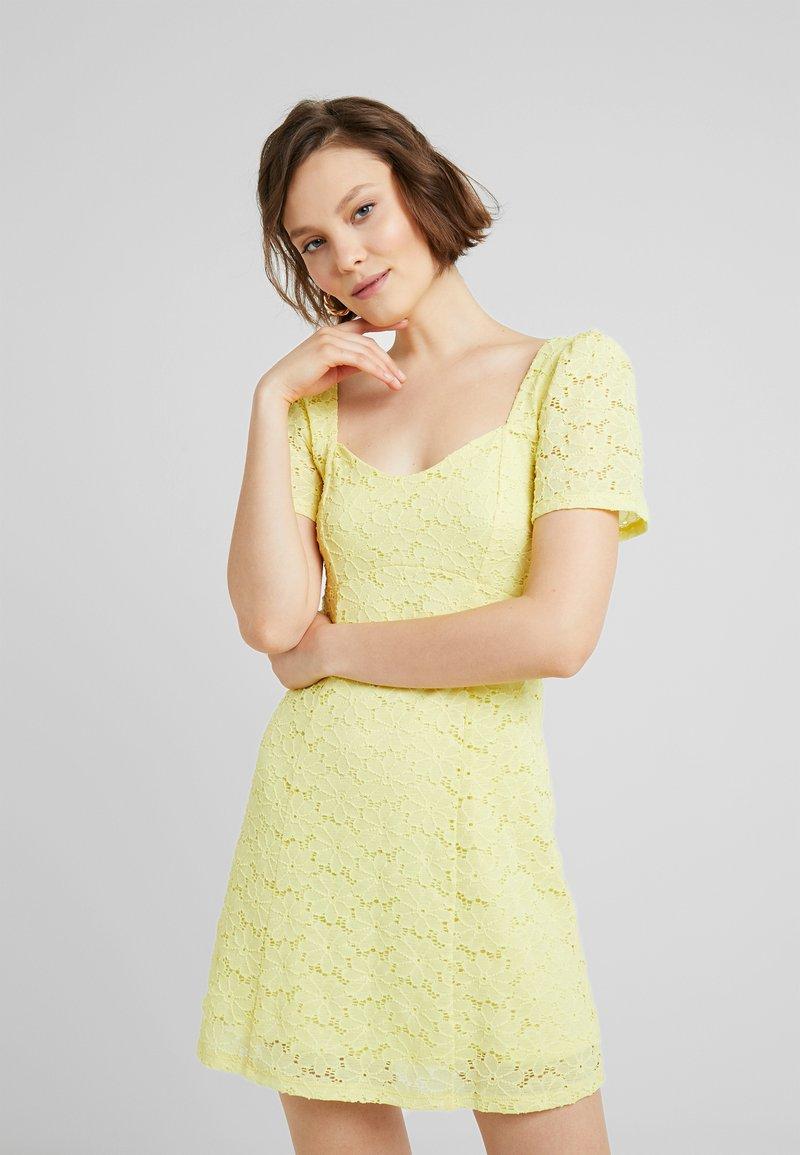 Miss Selfridge - TEA DRESS - Freizeitkleid - lemon