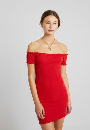 LETTUCE BARDOT - Robe fourreau - red
