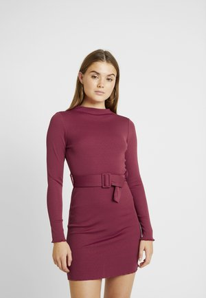 BELTED BODYCON MINI DRESS - Trikoomekko - red