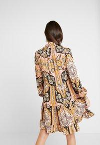 Miss Selfridge - SHEERED TIERED PAISLEY DRESS - Hverdagskjoler - pink - 3