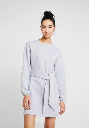 BELTED MINI DRESS - Korte jurk - grey