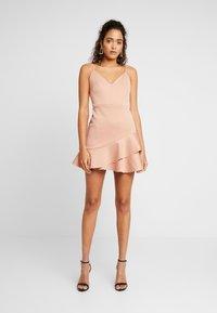 Miss Selfridge - SCUBA PEPLUM DRESS - Robe d'été - nude - 0