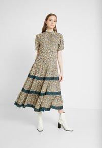 Miss Selfridge - CREAM FLORAL TIERED MIDI DRESS - Maxi dress - cream - 0