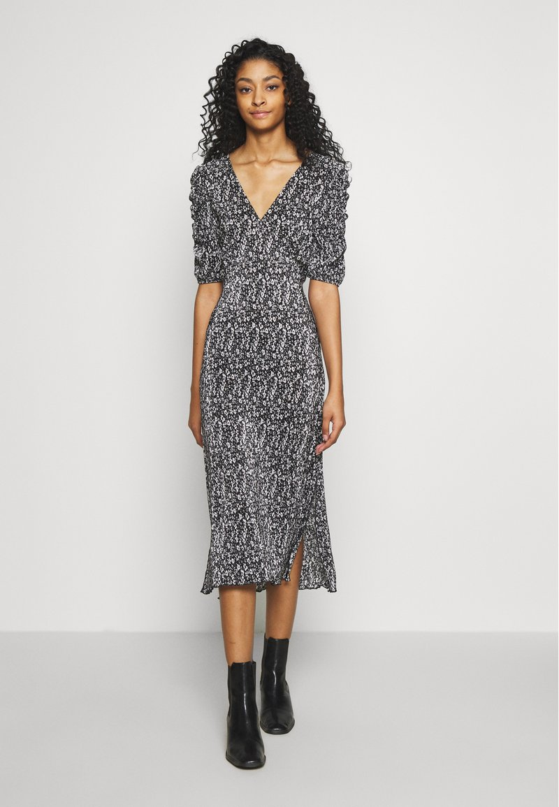 Miss Selfridge - PLISSE MIDI DRESS UPDATE - Denní šaty - black