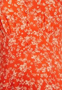 Miss Selfridge - MIDI DITSY TEA DRESS - Vardagsklänning - red - 2