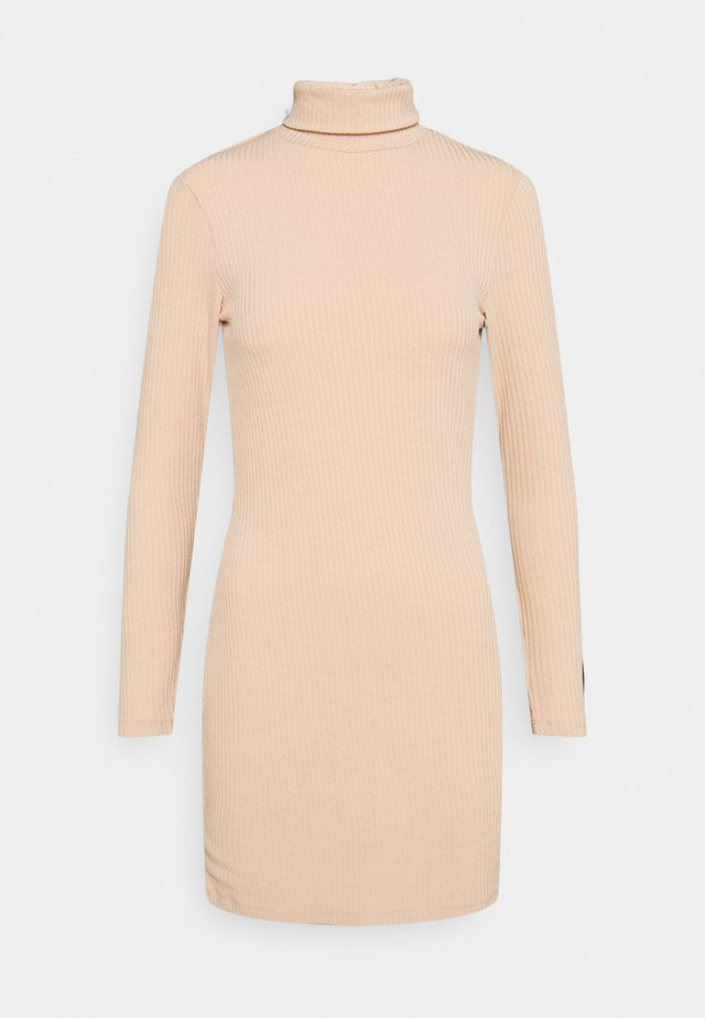 MINI ROLL NECK - Gebreide jurk - camel