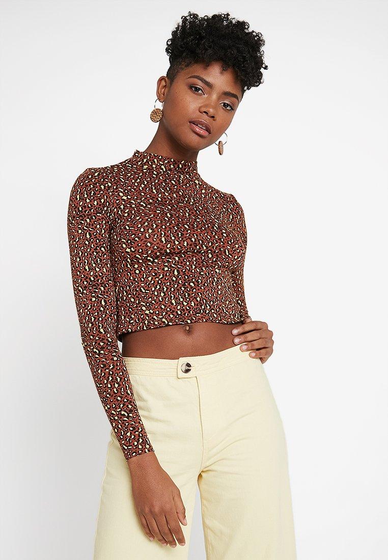 Miss Selfridge - LEOPARD FUNNEL - Long sleeved top - brown