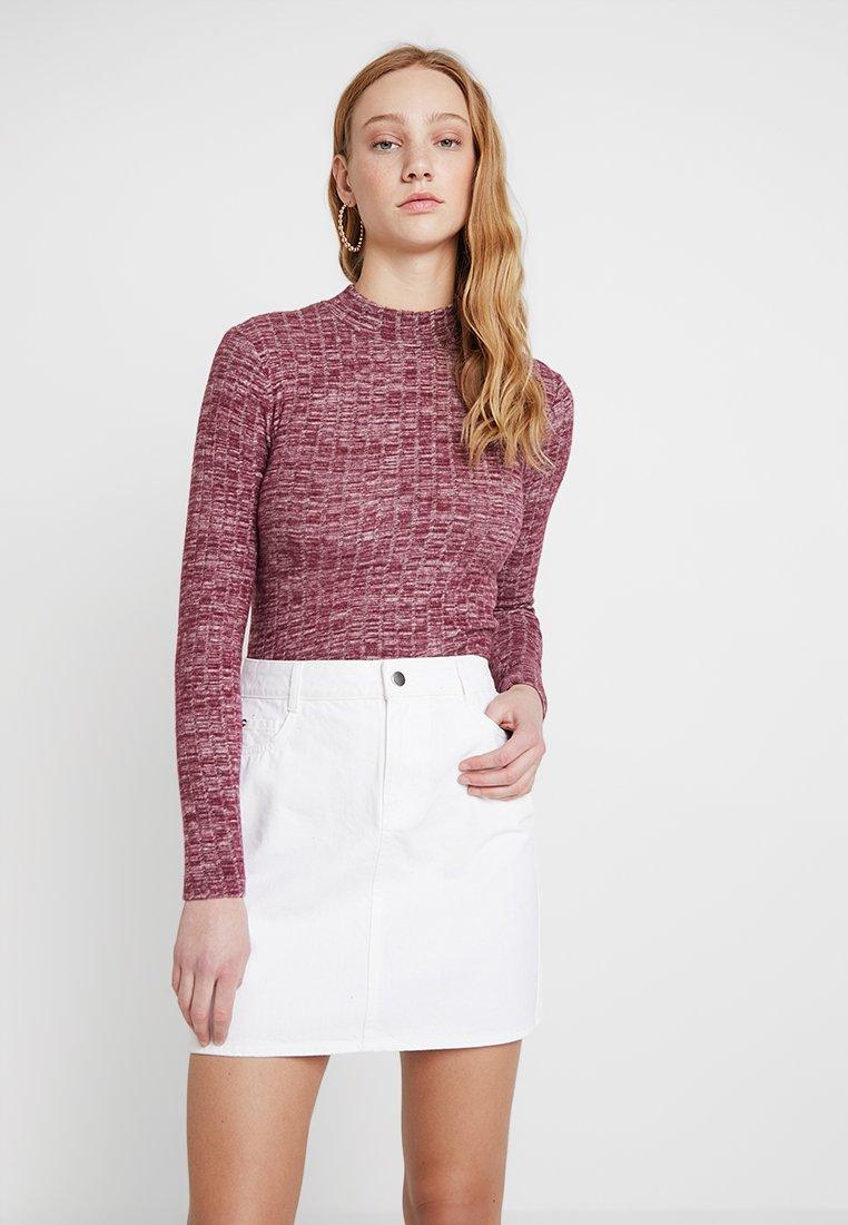 Miss Selfridge - FUNNEL NECK BRUSHED - Strickpullover - burgundy